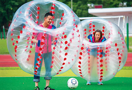 20140530_BUBBLE_BALL_couple_with_ball